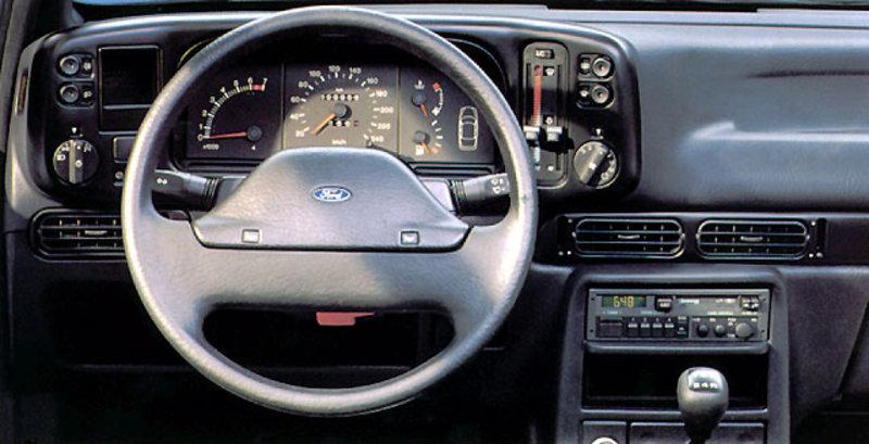 planche de bord Ford Scorpio