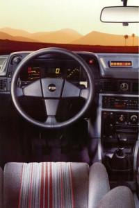 Opel kadett gsi laquelle choisir voitures youngtimers for Opel kadett e interieur