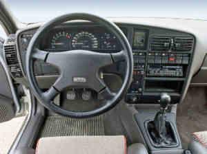 Intérieur de l'Opel Omega 3000 Sport