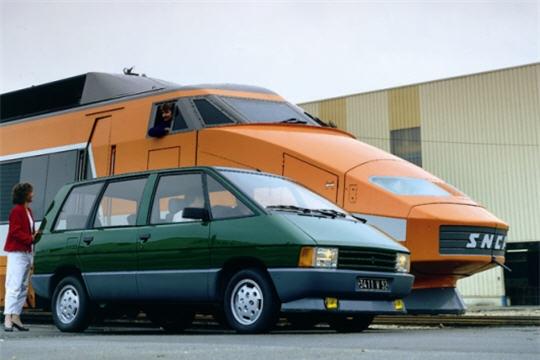 Renault Espace 1 et TGV Orange