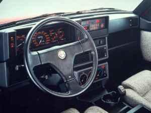 Tableau de bord de l'Alfa 75