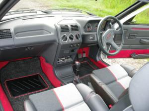 Intérieur Peugeot 205 GTI 1.9