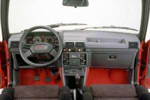 Intérieur de la Peugeot 205 GTI 1.6 série 1