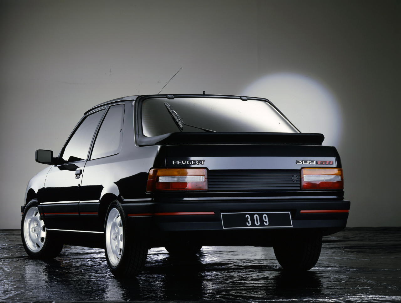 peugeot 309 gti mieux que la 205 gti voitures youngtimers. Black Bedroom Furniture Sets. Home Design Ideas