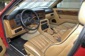 Intérieur de l'Aston Martin Virage V8