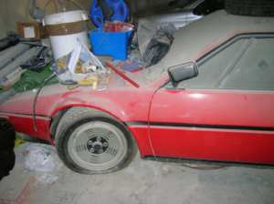 BMW M1 sortie de grange