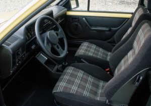 L'intérieur de l'Opel Corsa A GT youngtimer