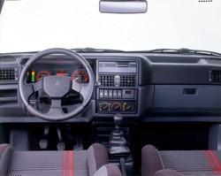 Renault 19 16S intérieur