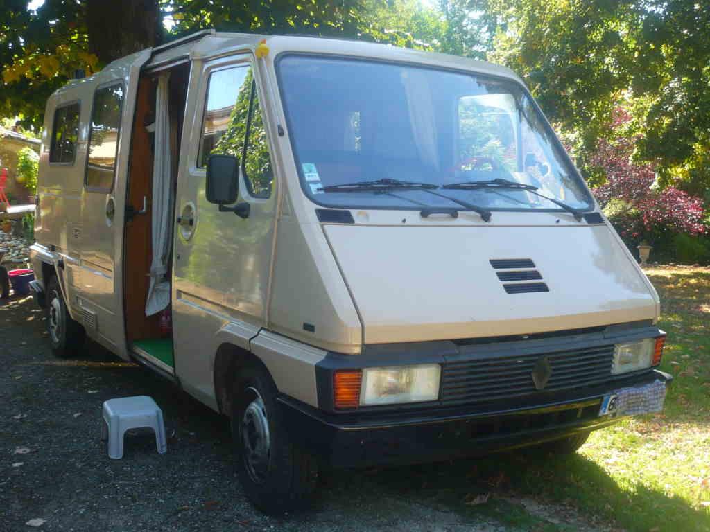 Master 1984 camping car fait pour 4 , ideal à trois, royal à deux