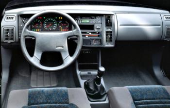 Intérieur Volvo 440